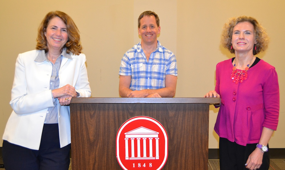 Deb Wenger (right), associate professor of journalism, won the 2014 Paragon Award for Excellence from the Office of Online Design and E Learning (ODeL) for her JOUR 102 class. Rich Gentry, assistant professor of management in the School of Business, and Robin Street, lecturer in journalism, received honorable mentions.