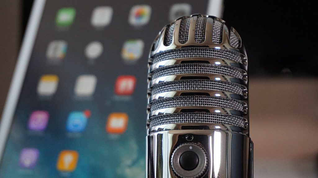 UM School of Journalism and New Media student helps create law center podcast